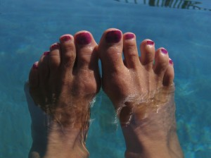 toes in water